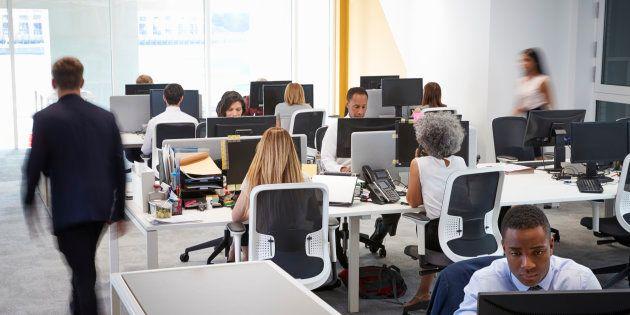 J'ai beau avoir des collègues que j'adore, les open space pourrissent nos vies au travail.