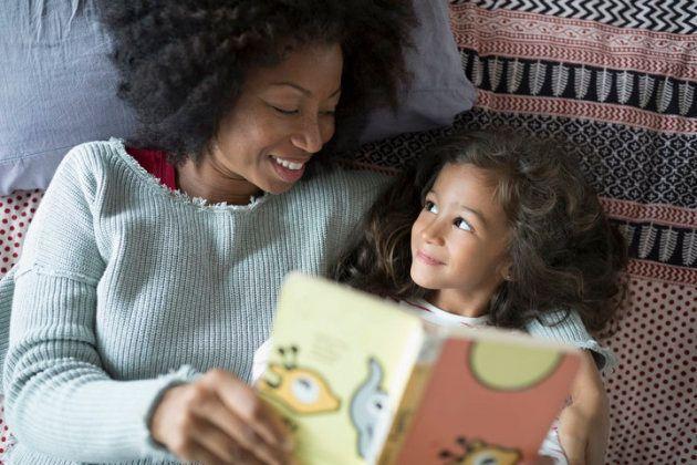 Parler de livres, de films et d'émissions est une excellente façon de cultiver l'empathie.