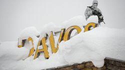 Davos recouverte de neige avant le Forum économique, les manifestations