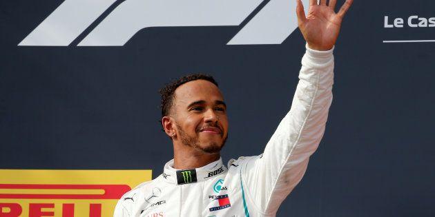 Lewis Hamilton sur le podium après sa victoire au Grand Prix de France du Castellet, le 24