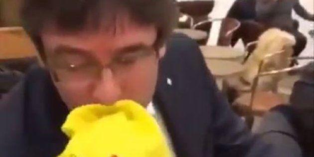 Puigdemont embrasse le drapeau espagnol sur une vidéo devenue