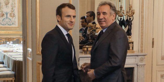 François Bayrou pousse Emmanuel Macron à recourir au référendum pour faire passer la réforme de la Constitution...