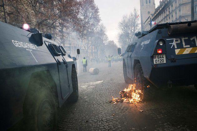 Des blindés de la gendarmerie avec une