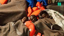 Les images des 239 migrants bloqués en Méditerranée sur le navire de l'ONG