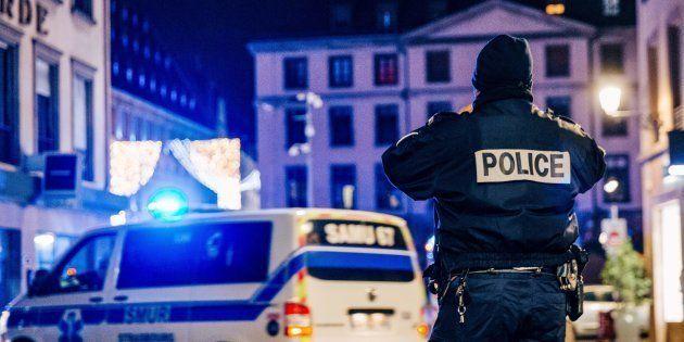 Intervention de services de police et d'urgence, place Gutenberg après la fusillade qui a fait trois...