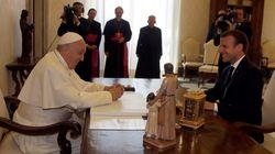 Le cadeau du pape à Macron peut être interprété de plusieurs
