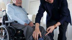 Bill Clinton a rendu visite à George Bush qui était habillé spécialement pour