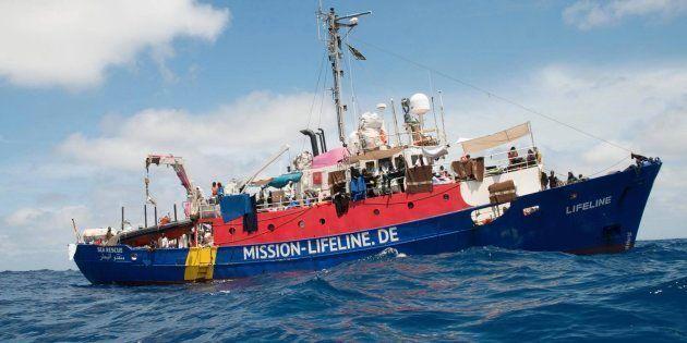 Le Lifeline attend toujours l'autorisation d'accoster à Malte malgré les promesses de l'Italie et la