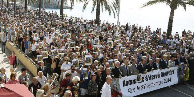 La marche blanche en hommage au guide de montagne Hervé Gourdel, décapité par des jihadistes liés à l'Etat...