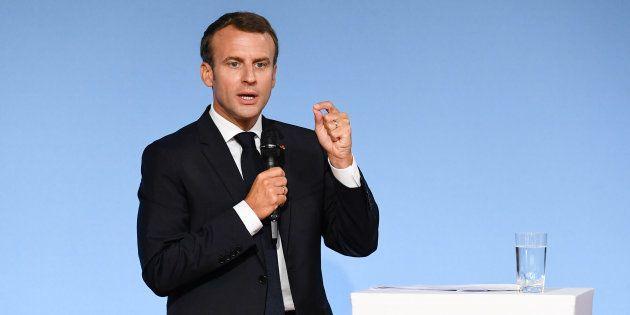 Macron se rallie à l'idée de limiter le droit du sol à