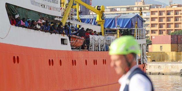Le navire humanitaire Aquarius avec quelque 600 migrants à son bord, dans le port de Palerme en octobre