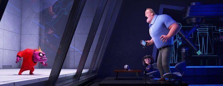 Jack-Jack montre à son papa comment il se transforme en monstre dans Les Indestructibles 2.