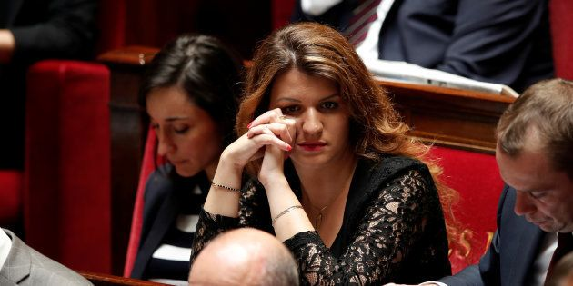 Les féministes crient victoire après le retrait d'un article contesté de la loi de Marlène Schiappa contre...