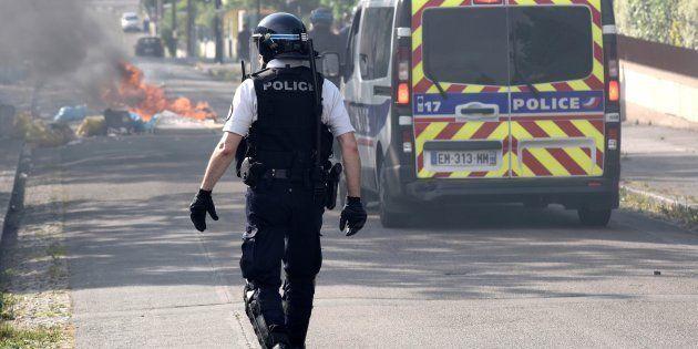 Un policier dans le quartier de de Breil à Nantes après les émeutes qui font suite à la mort d'Aboubakar