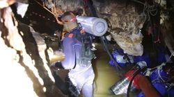 Les images du début de l'évacuation des enfants coincés dans une grotte en