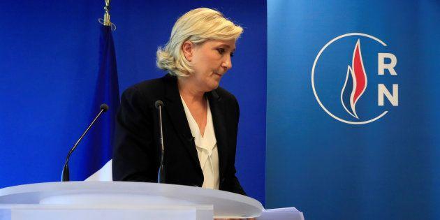 Marine Le Pen (ici au siège de son parti le 9 juillet) dénonce la