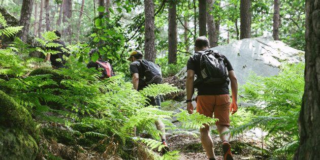 Tout le monde n'a pas le budget pour faire un tour du monde ni le courage de Mike Horn, mais les adeptes de la micro-aventure veulent prouver que l'on peut vivre des expériences extraordinaires près de chez nous et à moindre frais.
