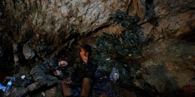 12 enfants thaïlandais et leur coach ont été pris aux piège de la grotte de Thuma Lang, au nord du pays,...