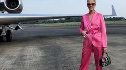 À l'image de son costume, Céline Dion voit la vie en