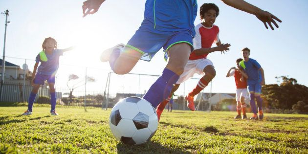 Entraîneur de foot, je suis convaincu que le sport est un outil de lutte contre la