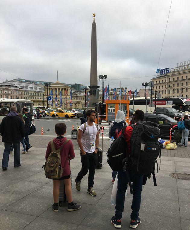 La longue marche vers le stade, ou le parcours du supporter à quelques minutes de France -