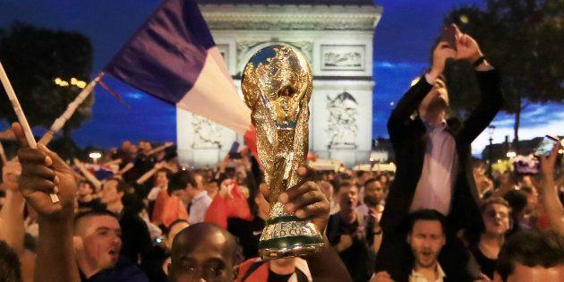 Comme des milliers de supporters, la totalité de la classe politique a salué le parcours de l'Equipe...