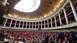 Standing ovation à l'Assemblée après la suppression du mot race de la