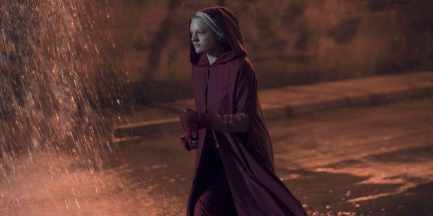 """La Servante écarlate, saison 2 épisode 13 : dans le final de """"Handmaid's Tale"""", les femmes se sauvent..."""