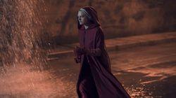 """La Servante écarlate, saison 2 épisode 13 : dans le final de """"Handmaid's Tale"""", les femmes se sauvent mutuellement - ATTENTIO..."""