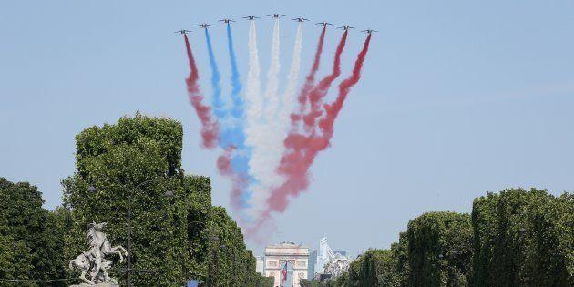 14 juillet 2018: rouge bleu blanc rouge, l'étonnant drapeau tricolore formé par la Patrouille de France...