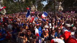 Les images de l'ambiance déjà survoltée dans les rues de Paris plusieurs heures avant le coup
