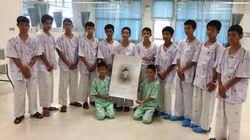 Les jeunes Thaïlandais rescapés de la grotte n'ont appris que samedi la mort d'un des plongeurs venus les