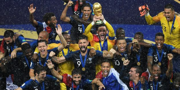 Hugo Lloris soulève la Coupe du monde