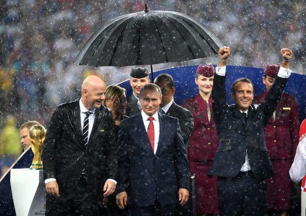 France-Croatie: Emmanuel Macron aussi a mouillé le maillot (Poutine, lui, était bien au