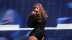 Bloquée sur sa plateforme en plein concert, Taylor Swift a continué d'assurer le