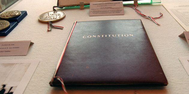 Les députés ont profité de la révision de la Constitution pour corriger une faute vieille de 60 ans à...