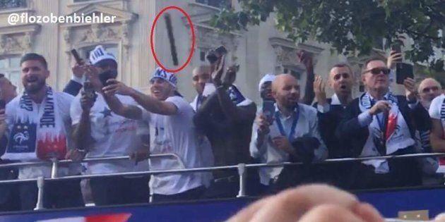 Les Bleus visés par un projectile lors de la parade sur les Champs