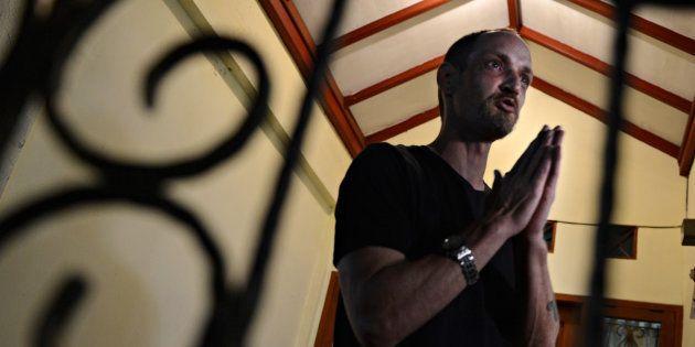 Michaël Blanc, retenu depuis 19 ans en Indonésie pour trafic de drogue, devrait rentrer en France d'ici