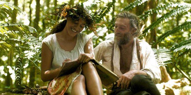 Le film n'évoque jamais l'âge de la muse du peintre en Polynésie. Elle avait 13 ans, lui