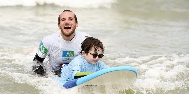 Grâce au surf, ces adolescents malvoyants apprennent à dépasser leurs limites