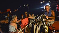 Certains Grecs et touristes ont dû se jeter à l'eau pour échapper aux