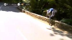 Ce coureur belge perd sa 1re place mais s'en sort bien après sa chute spectaculaire dans un