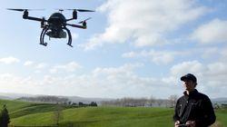 L'homme habitant la maison du petit Gregory abat au fusil un drone de la série