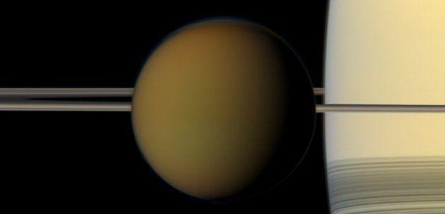 Titan, la lune de Saturne, et son atmosphère très