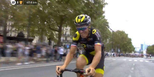 Tour de France 2018: les belles images de Sylvain Chavanel entrant le premier sur les