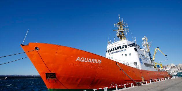 Migrants: L'Aquarius, à quai depuis un mois à Marseille va reprendre sa mission de sauvetage en