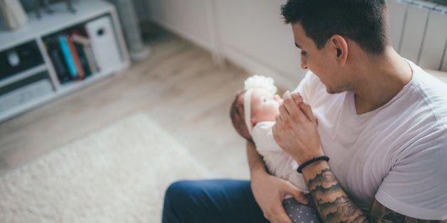 Pour une réelle égalité hommes-femmes, rendons le congé paternité obligatoire