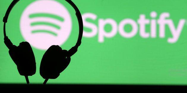 Sous la pression d'utilisateurs, Spotify supprime des épisodes d'un podcast