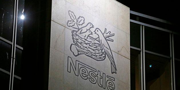 Nestlé France annonce la suppression de 400 postes, en pleine campagne de Macron sur l'attractivité de...