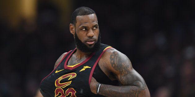 Accusé de racisme, Trump répond au basketteur LeBron James en le traitant
